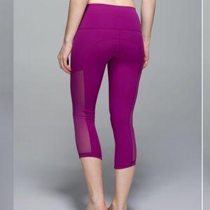 Lululemon leggings - Hot to Street Crop leggings